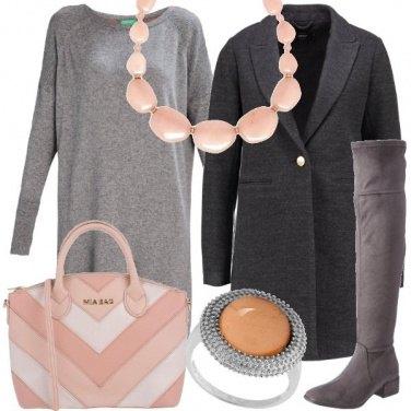 Outfit In grigio e rosa