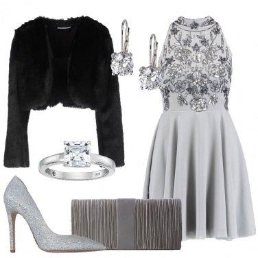 Outfit Grigio e nero per le feste