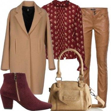 Outfit Similpelle dai colori tenui
