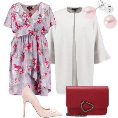 Outfit Con fiori e perline