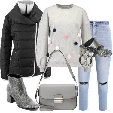 Outfit La felpa con i pon pon