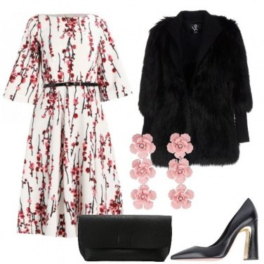 Outfit Abito floreale e pelliccia