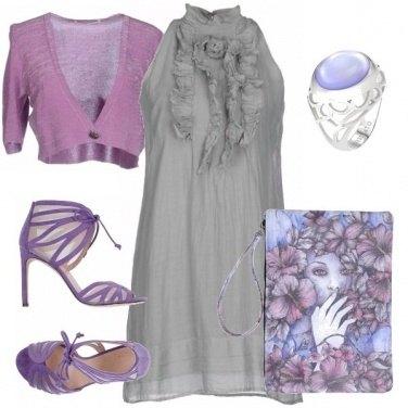 Outfit Lilla, grigio e ruches.