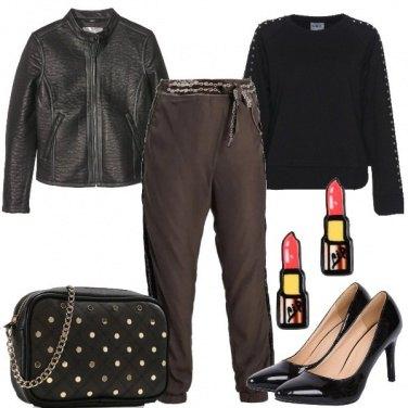 Outfit Felpa e tacco a spillo