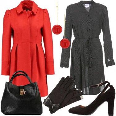Outfit Cappotto rosso e tacchi