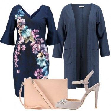 Outfit Raffinata con il vestito floreale