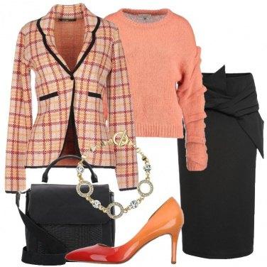 Outfit Nero e albicocca