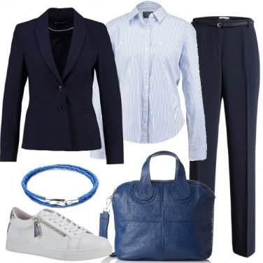 Outfit In tailleur con le sneakers