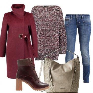Outfit In bordeaux di giorno