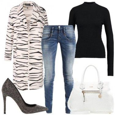 Outfit Il cappotto zebrato
