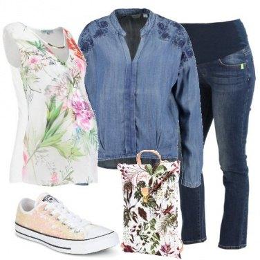 Outfit Mamma in denim e fiori