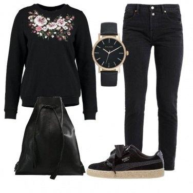 Outfit Felpa con fiori