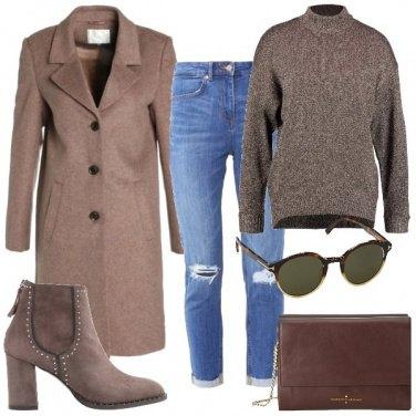 Outfit Stivaletti texani e occhiali da sole