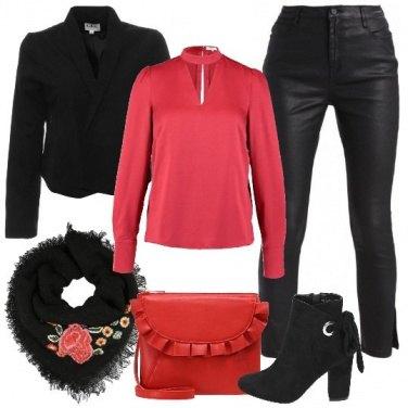 Outfit Rock in rosso e nero