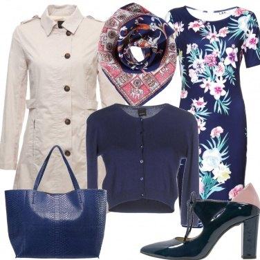 Outfit Foulard fiori e colore blu