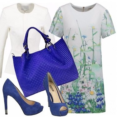 Outfit Delicata in blu china