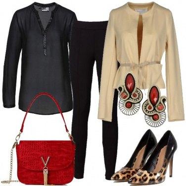 Outfit Dettagli animalier e accessori rossi