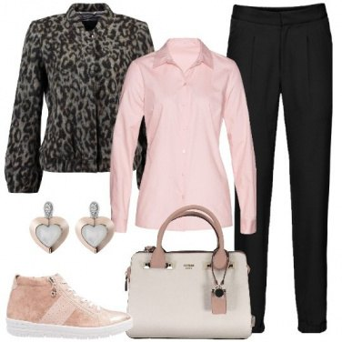 Outfit Sneakers in ufficio