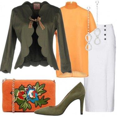 Outfit Tracollina arancio ricamata