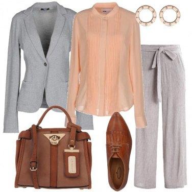 Outfit Grigio e albicocca