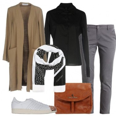 Outfit Chino e sneakers