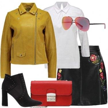 Outfit Minigonna nera con ricami