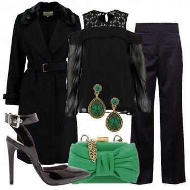 Outfit Un tocco di verde sul nero