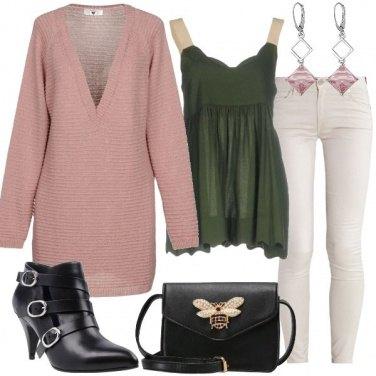 Outfit Pullover con scollatura generosa
