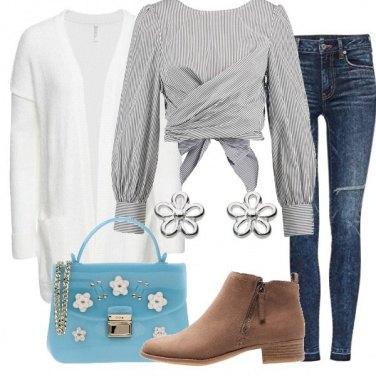 Outfit Camicetta a righe e minibag