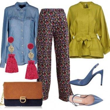 Outfit Pantaloni in fantasia floreale