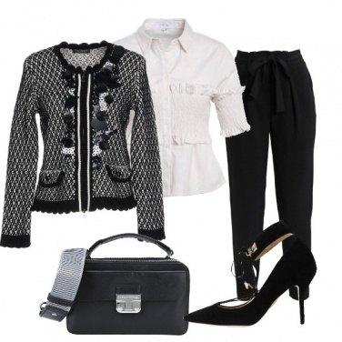 Outfit Una giacca con le applicazioni