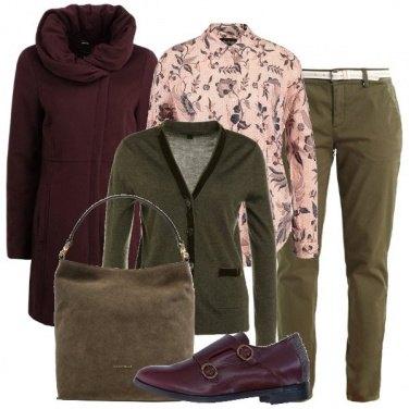 Outfit Verde oliva rosa e bordeaux