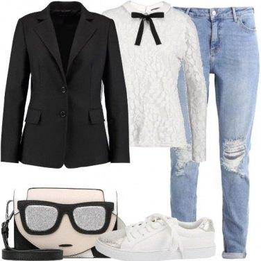 Outfit Camicetta in pizzo e sneakers