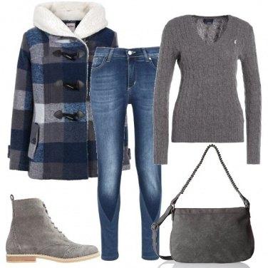 Outfit Il giaccone con gli alamari