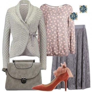 Outfit Romantica in grigio e rosa