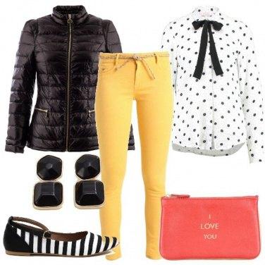 Outfit Un messaggio sulla borsa