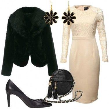 Outfit Abito con pizzo color crema