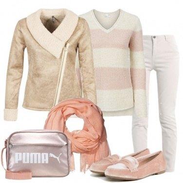 Outfit Il pullover ecrù e rosa tenero