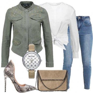 Outfit Giacca con borchie e décolleté