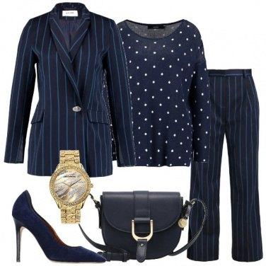 Outfit Tailleur blu a righe