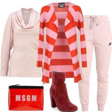 Outfit I pantaloni sportivi rosa