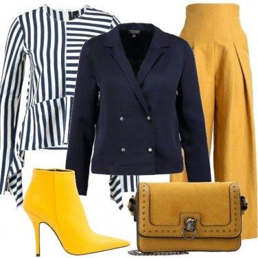 Outfit Tronchetto giallo e blazer blu