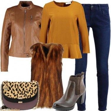 Outfit Smanicato in pelliccia ecologica