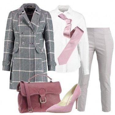 Outfit Mannish con tocchi di rosa