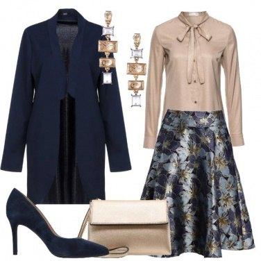 Outfit Gonna a fiori blu e oro