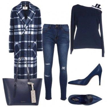 Outfit Il cappotto blu e bianco a quadri