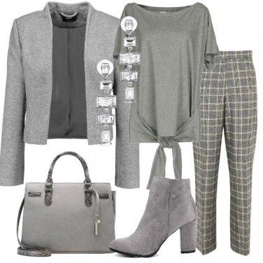 Outfit Grigio discreto