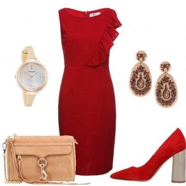 72ebe5c6c5b8 Vestito rosso  outfit donna Chic per serata fuori