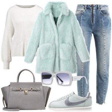 Outfit Pellicciotto e sneakers in coordinato