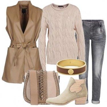 Outfit Cappotto smanicato coloniale